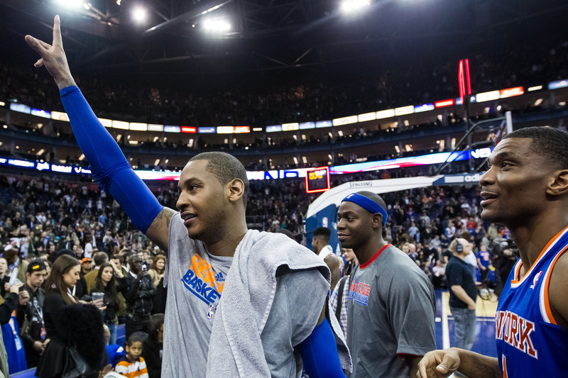 New York Knicks star Carmelo Anthony (7) salutes after victory